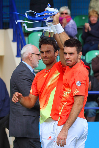 Ross Hutchins and Colin Fleming win Queen's Club 2012